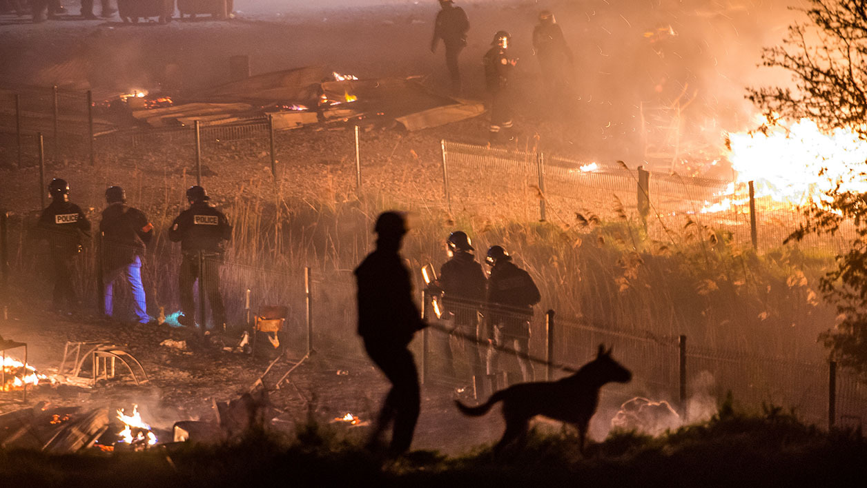 "Incendie du camp de migrants de Grande-Synthe: ""on ne sait plus quoi faire, on a tout perdu"""