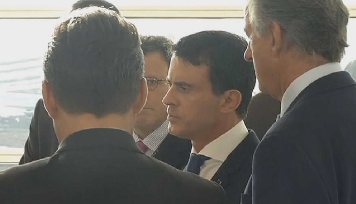 Manuel Valls face à la direction d'Air France.