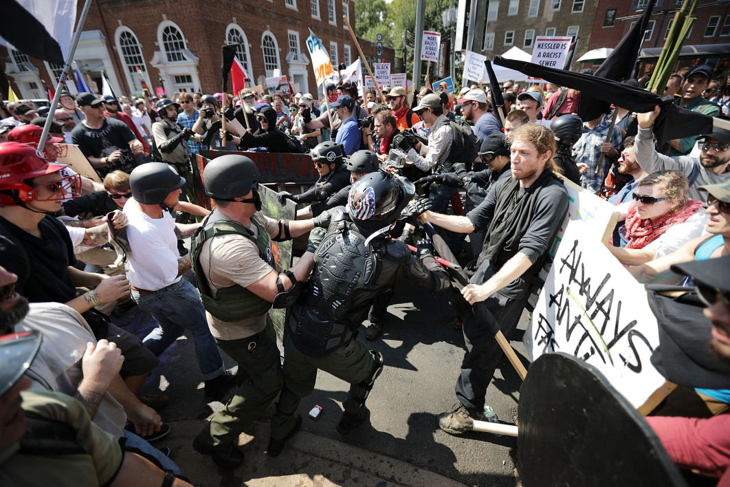 charlottesville un compte twitter traque l 39 identit des militants racistes. Black Bedroom Furniture Sets. Home Design Ideas