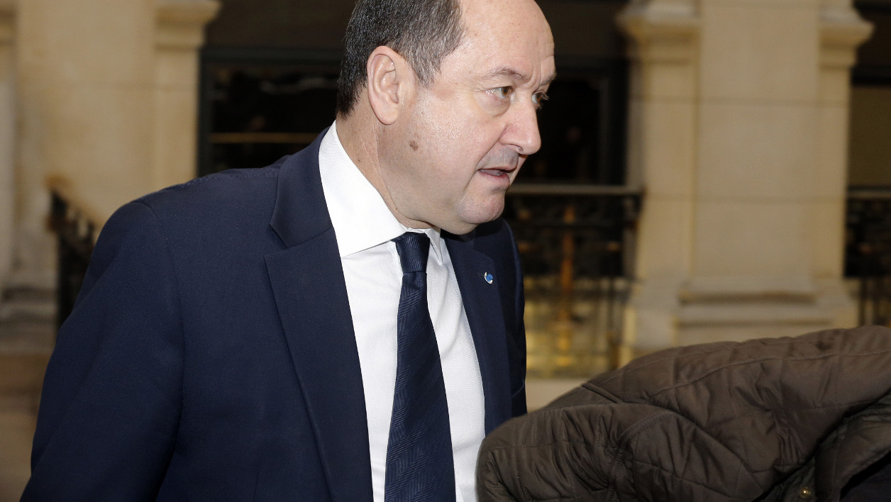 """Bernard Squarcini, former head of the Direction Centrale du renseignement interieur (DCRI domestic intelligence agency), arrives prior to his trial at the Paris Court on February 18, 2014. Squarcini is judged for having intercept the phone records aka """"fadettes"""" (French slang for phone records) of a reporter covering the Bettencourt affair for Le Monde daily newspaper. AFP PHOTO / FRANCOIS GUILLOT FRANCOIS GUILLOT / AFP"""