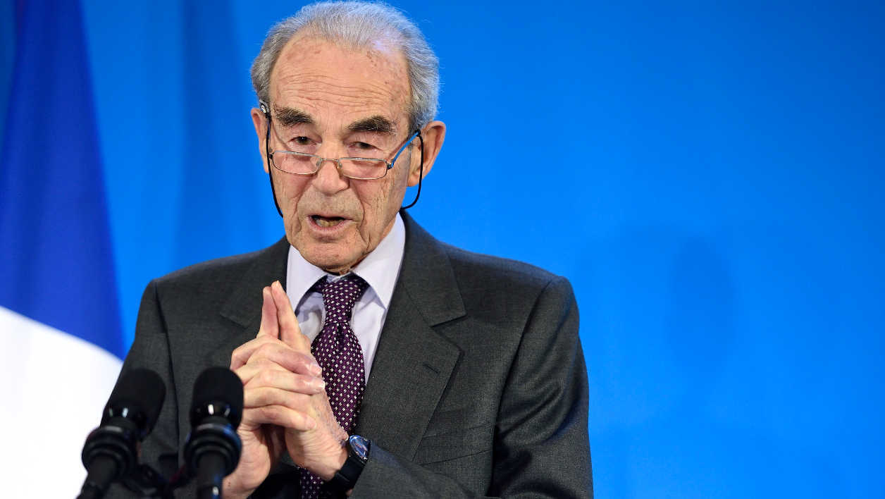 Former French Justice minister Robert Badinter delivers a speech during the presentation of a report on the reform of the French labour code on January 25, 2016 in Paris.  ERIC FEFERBERG / AFP
