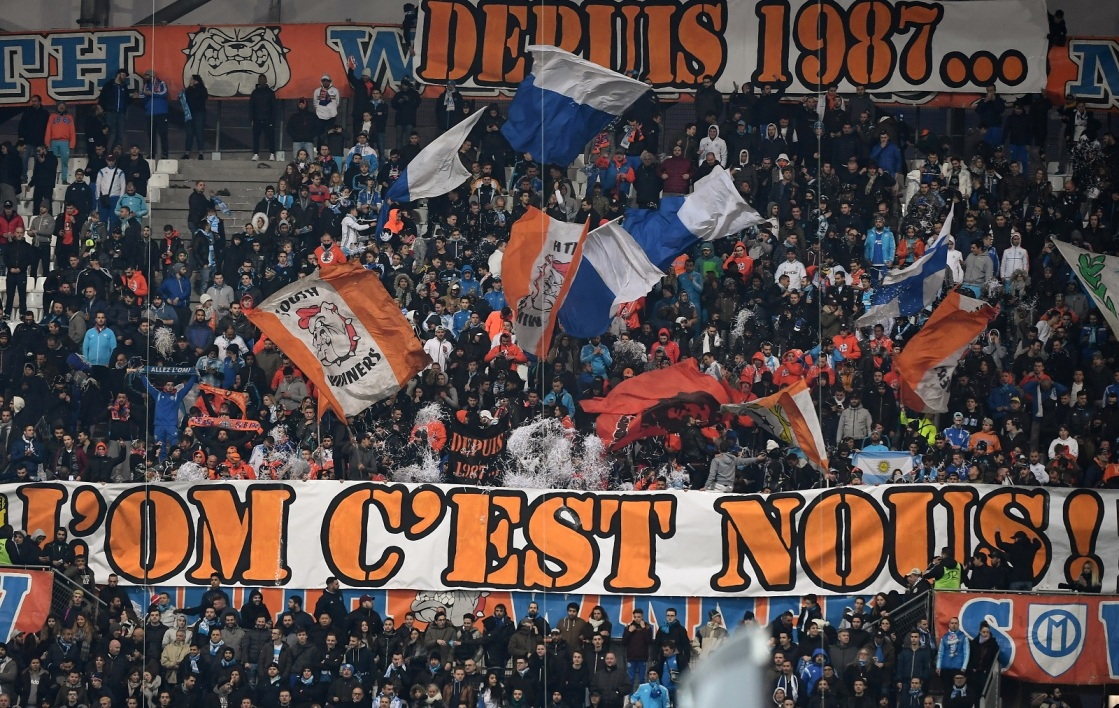 Le club sanctionne deux groupes de supporters !