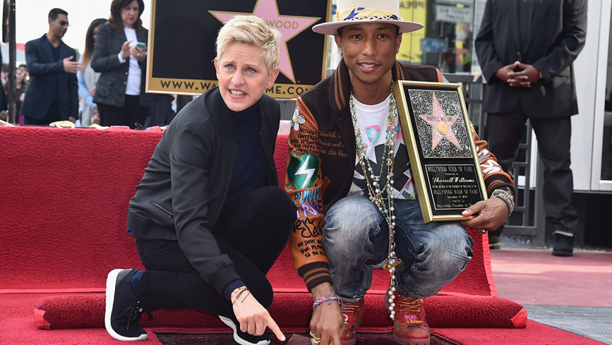 "Pharrell Williams inaugurant son étoile sur le ""Hollywood Walk of fame""."