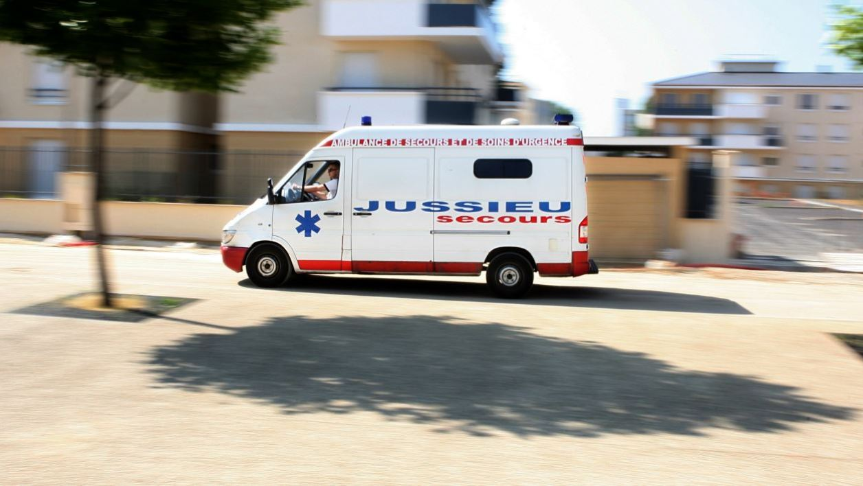 View taken on July 1, 2009 shows an ambulance car in Trappes, outside Paris. AFP PHOTO LOIC VENANCE LOIC VENANCE / AFP
