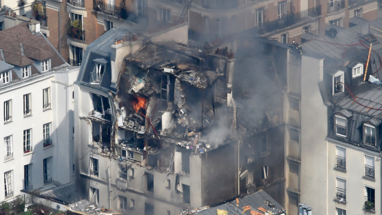 Firefighters intervene in Paris' 6th district at the scene where an appartment building exploded on April 1, 2016. A gas explosion occured in a building in central Paris today, causing minor injuries to five people, according to police sources.