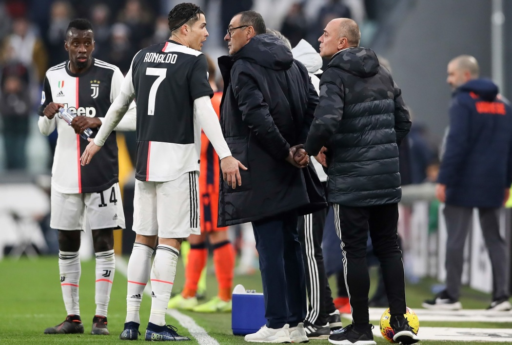 Cristiano Ronaldo et Maurizio Sarri en pleine discussion tactique