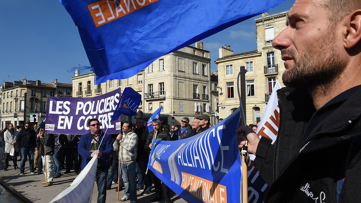 "Policemen and French Interior ministry public employees demonstrate to call for better working conditions, a week after a policeman was seriously injured during a shooting in a Paris suburb, on October 14, 2015 in front of the Bordeaux courthouse, and denounce a ""lack of resources"" and of ""the absence of a penal response"". AFP PHOTO / MEHDI FEDOUACH"
