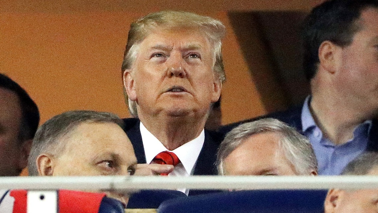 Donald Trump assiste à la cinquième rencontre des World Series de baseball à Washington, le 27 octobre 2019
