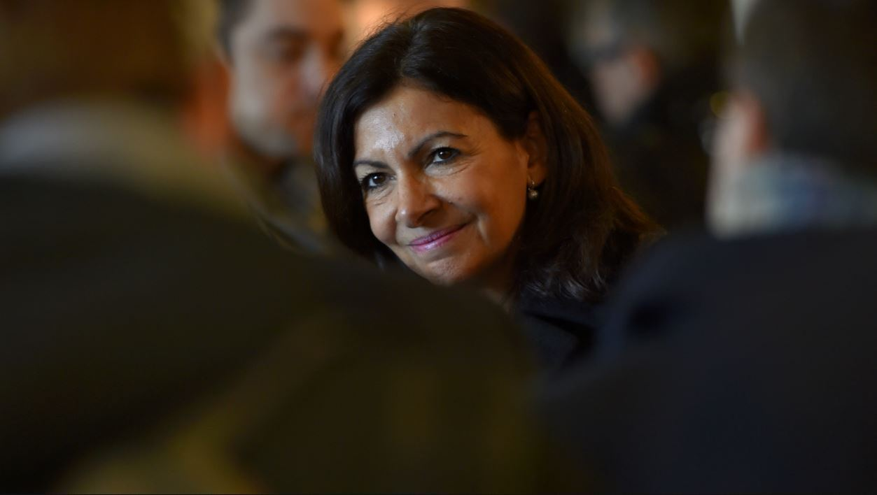 Mayor of Paris Anne Hidalgo visits the Arcade Cycle factory, where bikes for bicycle-sharing services in cities worldwide are made, in La Roche-sur-Yon, western France, on December 19, 2017.  LOIC VENANCE / AFP
