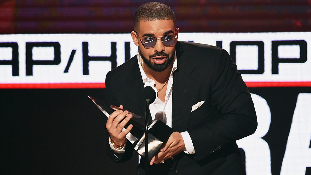 Drake en novembre 2016 lors des  American Music Awards à Los Angeles