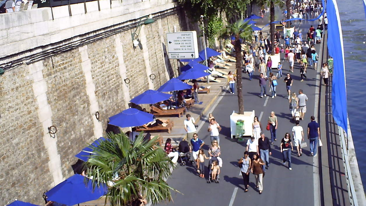 Des passants à Paris Plage en 2010 (photo d'illustration).