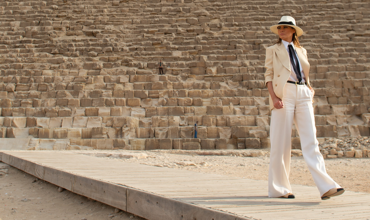 US First Lady Melania Trump stands in front of the Great Pyramid in Giza, Egypt, October 6, 2018, the final stop on her 4-country tour through Africa.