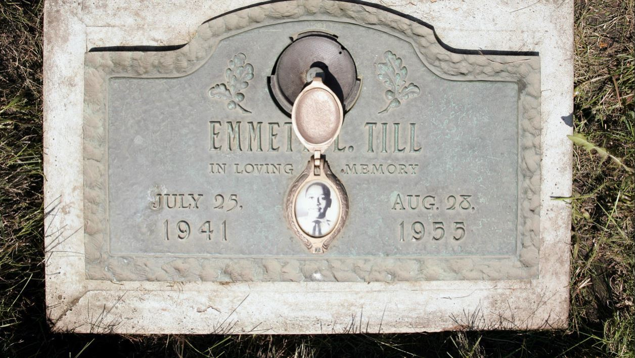 FILES) In this file photo taken on May 4, 2005 a photo of Emmett Till is included on the plaque that marks his gravesite at Burr Oak Cemetery in Aslip, Illinois.