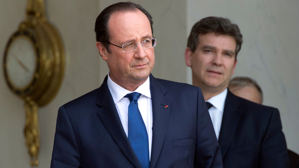 French president Francois Hollande (L) and French Economy minister Arnaud Montebourg, are pictured at the Elysee palace on April 29, 2014, in Paris-AFP PHOTO/ ALAIN JOCARD ALAIN JOCARD / AFP