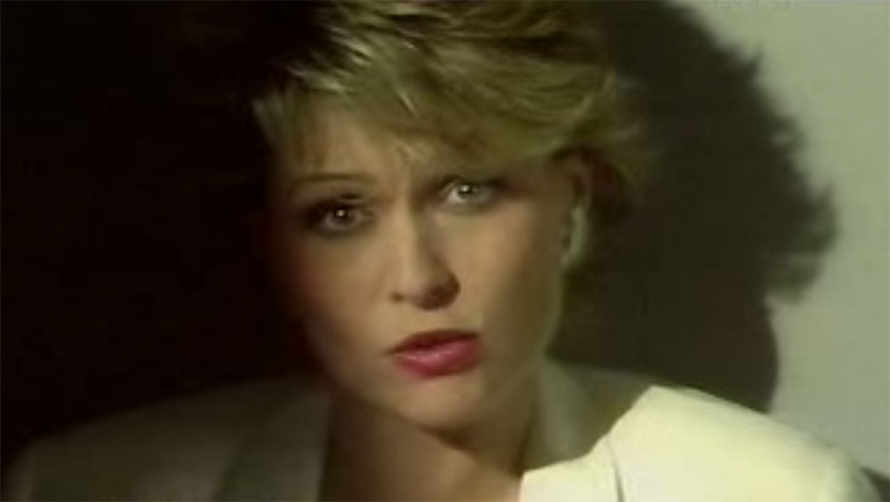 "Jakie Quartz, dans le clip pour son single ""Mise au point"", en 1983."