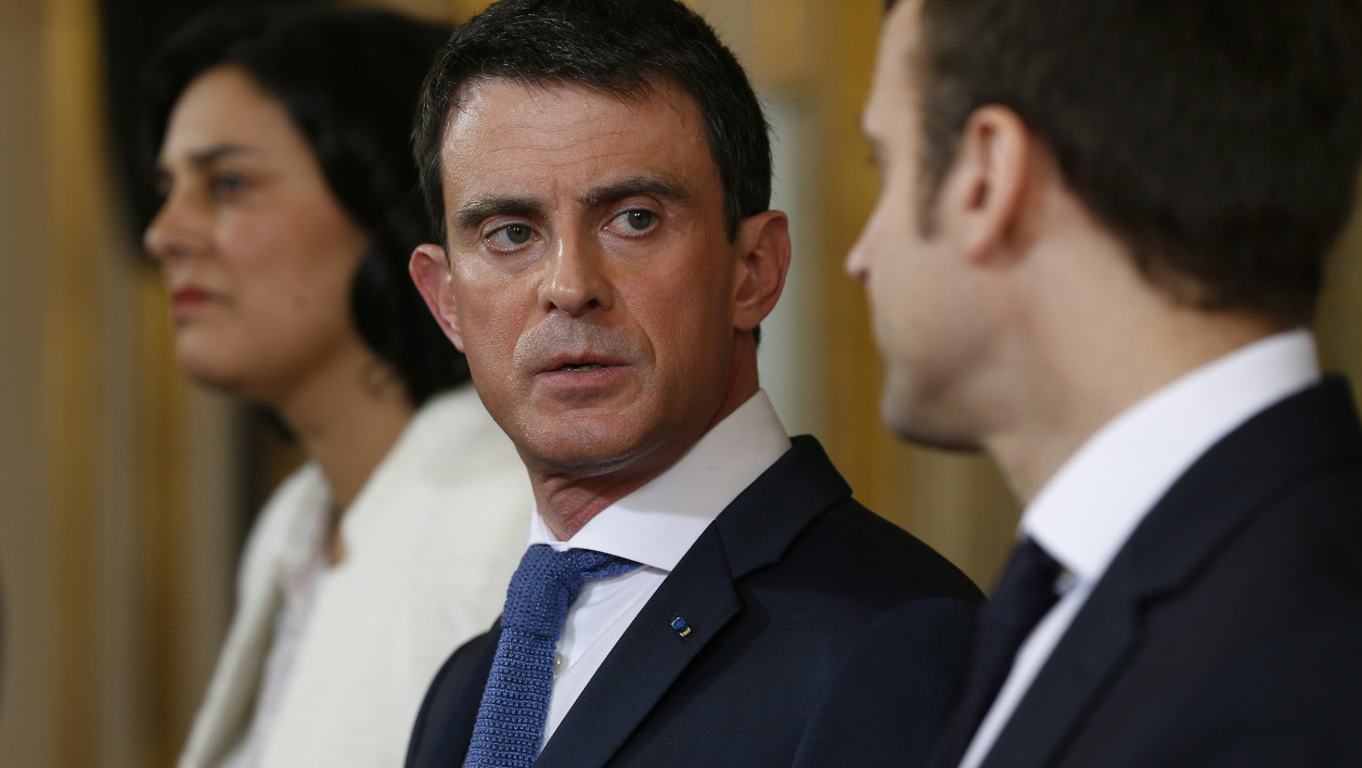 French Prime Minister Manuel Valls (C) delivers a speech next to French Labour minister Myriam El Khomri (L) and French Economy minister Emmanuel Macron (R) following his meeting with students union representatives at the Hotel Matignon in Paris, on March 11, 2016 in a bid to respond to fierce opposition to proposed labour law reforms.  THOMAS SAMSON / AFP