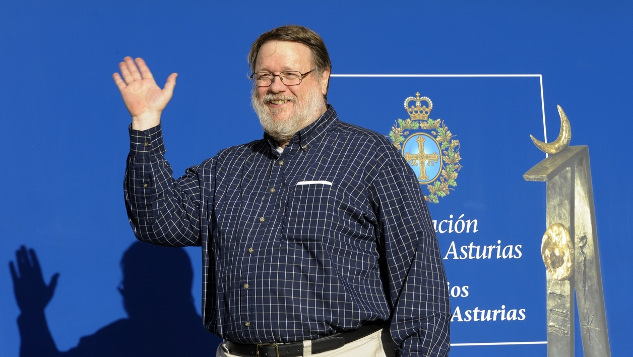 This file photo taken on October 22, 2009 shows US programmer Raymond Samuel Tomlinson arriving prior to the presentation of the Prince of Asturias awards in Oviedo Spain. Tomlinson, who implemented the first email system, died reportedly of a heart attack on March 5, 2016, at age 74. His death was confirmed by the Internet Hall of Fame. MIGUEL RIOPA / AFP