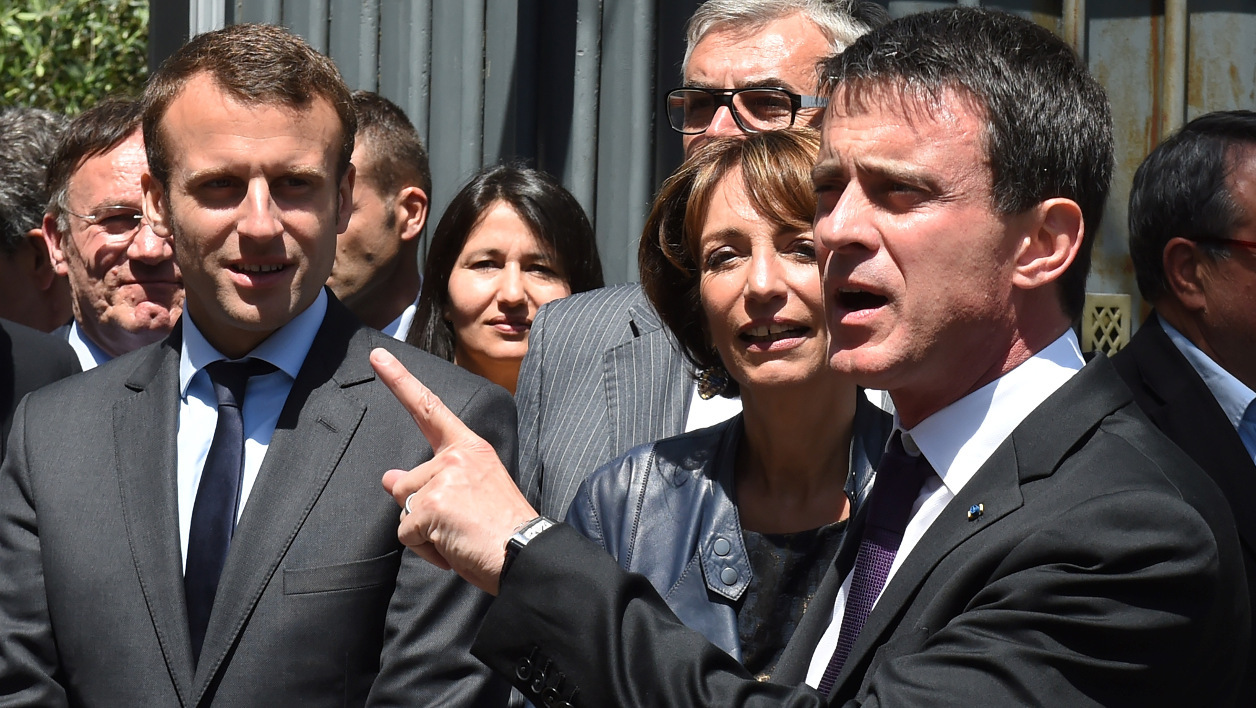 French Prime Minister Manuel Valls (R) speaks to the journalists next to French Health Minister Marisol Touraine (2ndR) and French Economy and Industry minister Emmanuel Macron before the Interministerial committee of rural life on May 20, 2016 in Privas, southeastern France.  PHILIPPE DESMAZES / AFP