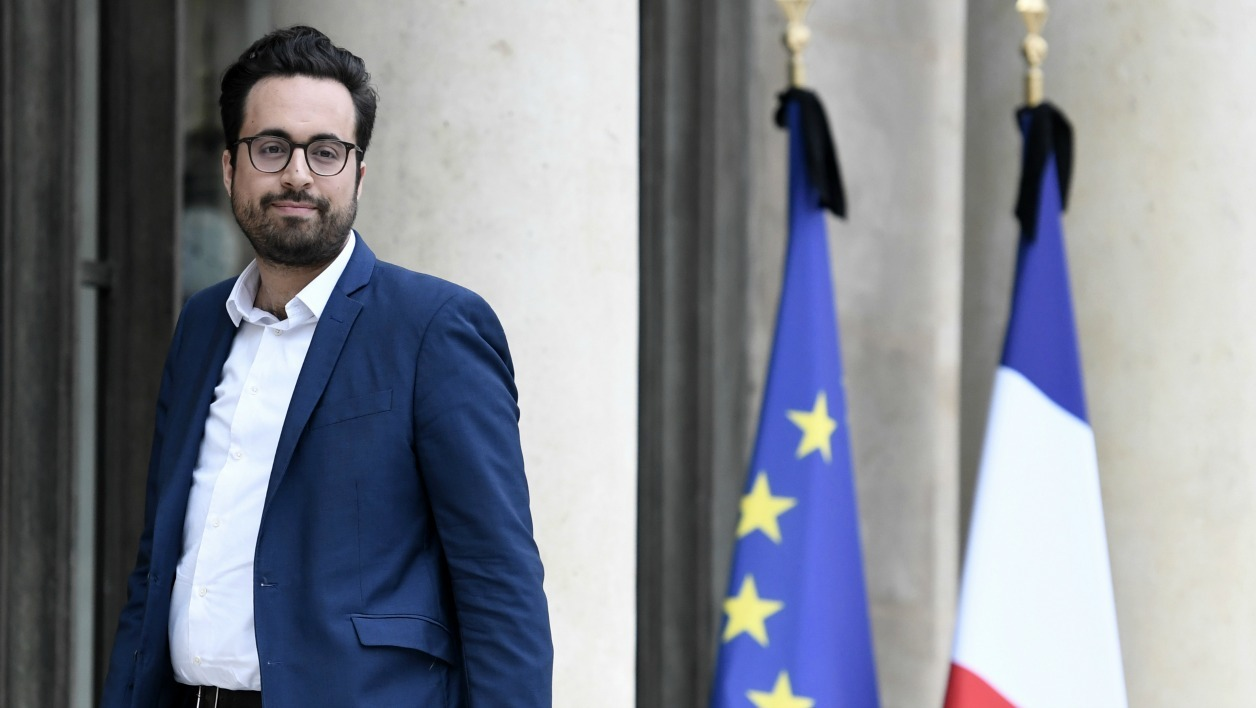 French Minister of State for the Digital Sector Mounir Mahjoubi arrives to attend the weekly cabinet meeting on May 24, 2017 at the Elysee Palace in Paris.  STEPHANE DE SAKUTIN / AFP