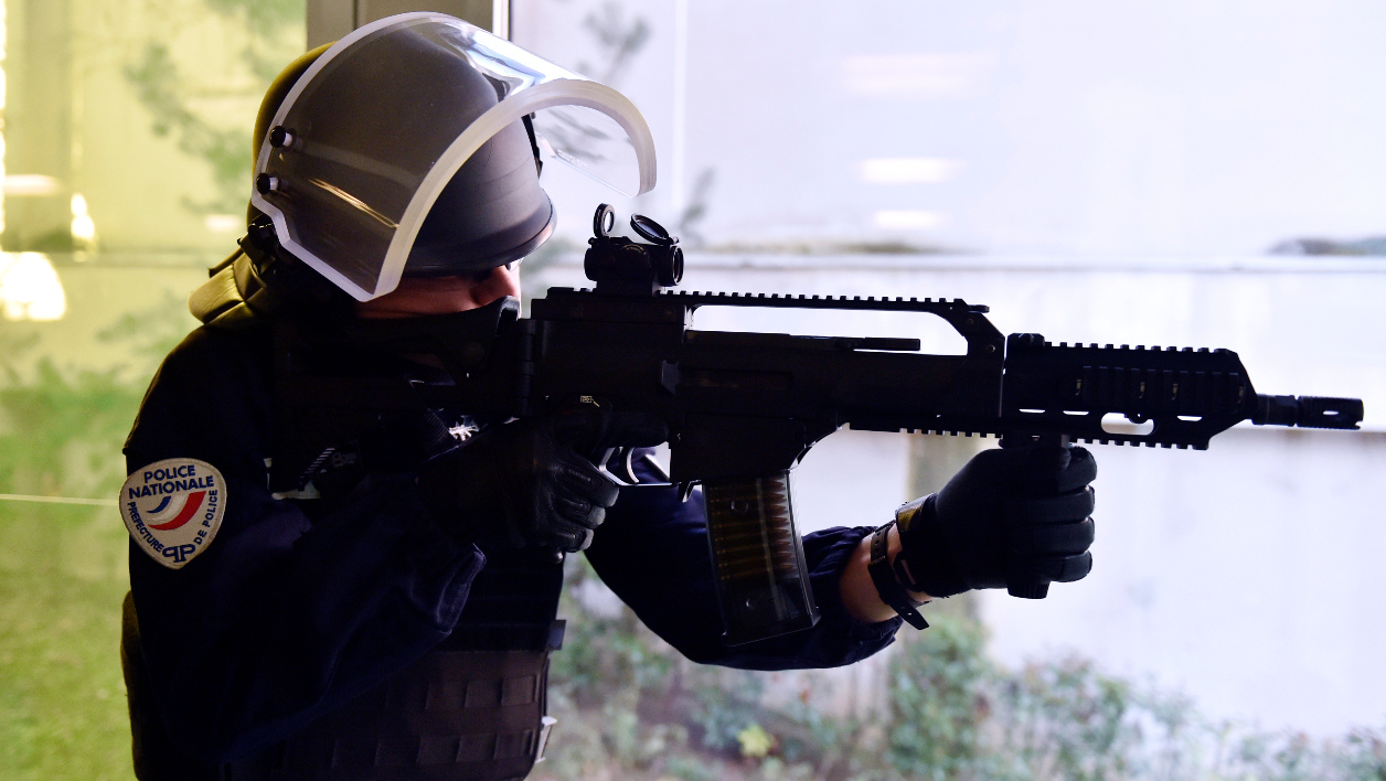 A French anti-crime brigade (BAC) officer makes a shooting simulation with a new German HK G36 assault rifle, during a presentation of the new equipment for the French anti-crime brigade (BAC) of the prefecture of Paris, on February 29, 2016 in Paris, as part of the 2016 BAC-PSIG Plan.