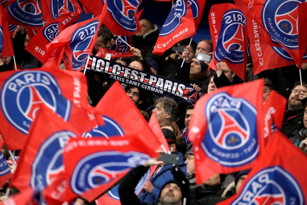 supporters PSG 120316 AFP.jpg