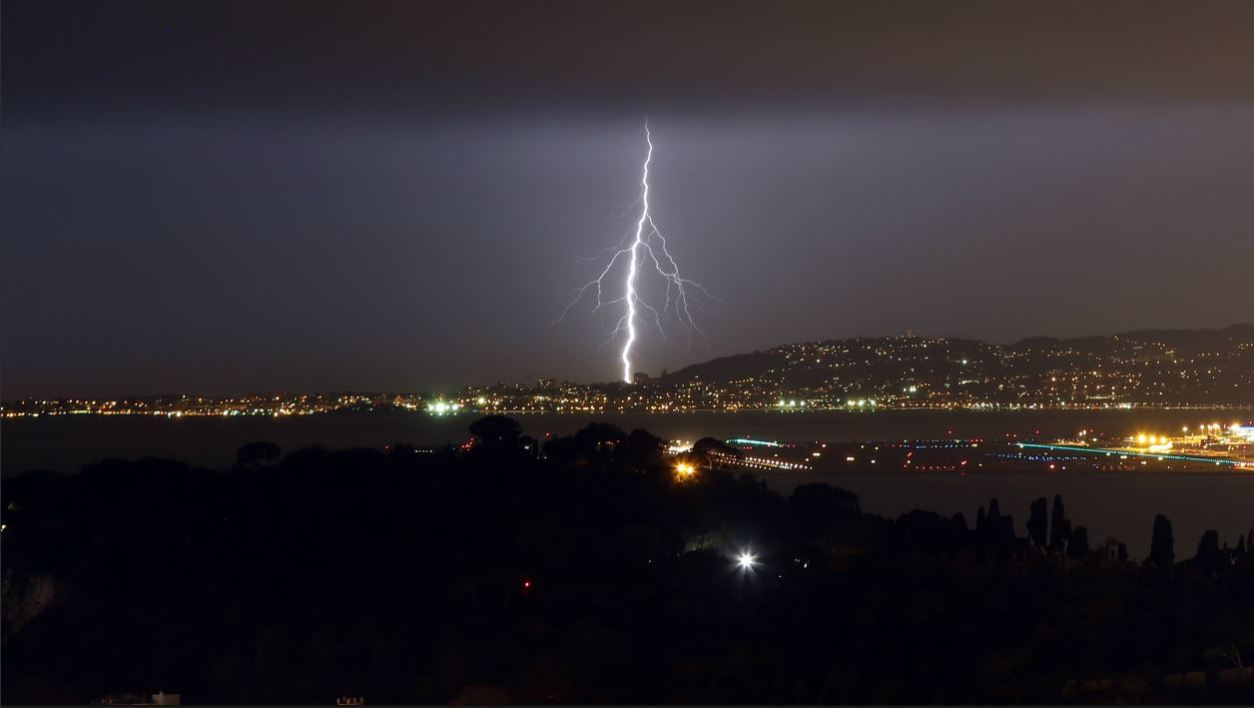 "Flashes of lightning strike above the ""Baie des Anges"" on February 3, 2017, in Nice, southeastern France.  VALERY HACHE / AFP"