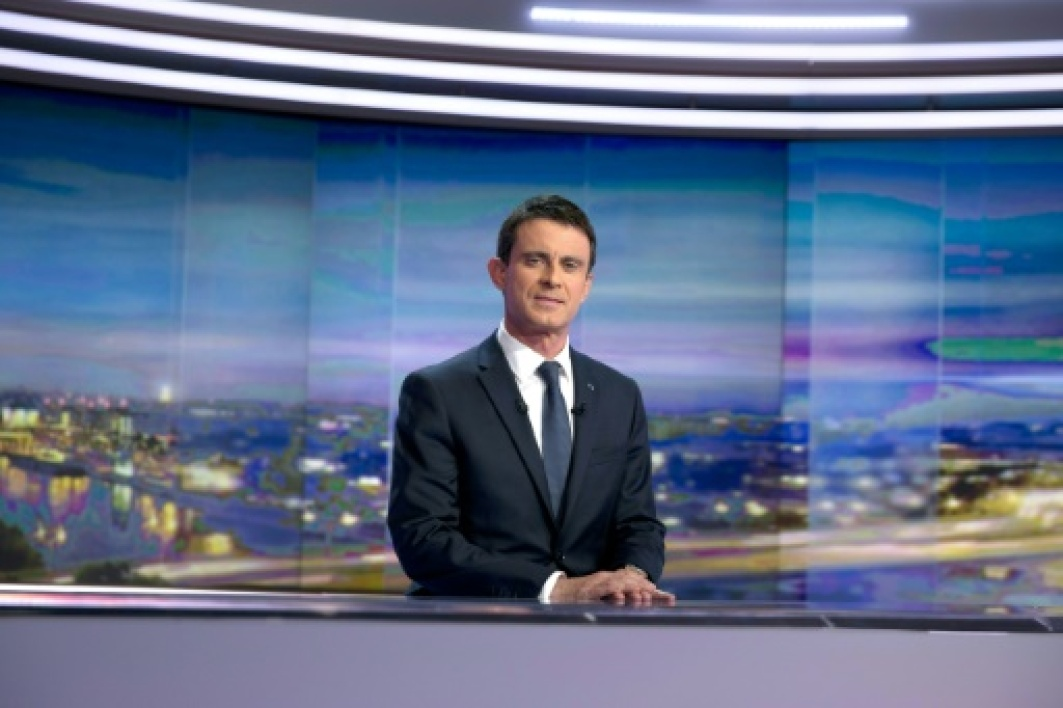 Manuel Valls le 7 décembre 2015 à Paris France's far-right National Front (FN) stood on December 7 on the brink of power in several regions after a historically strong showing in the first round of elections, boosting its leader Marine L...