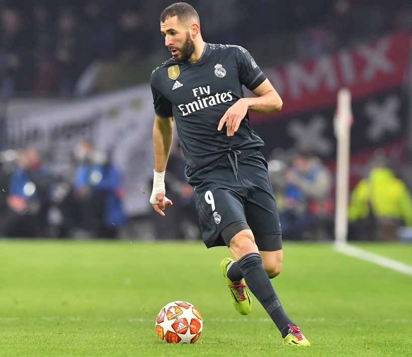 Benzema solo Real C1 AFP.jpg