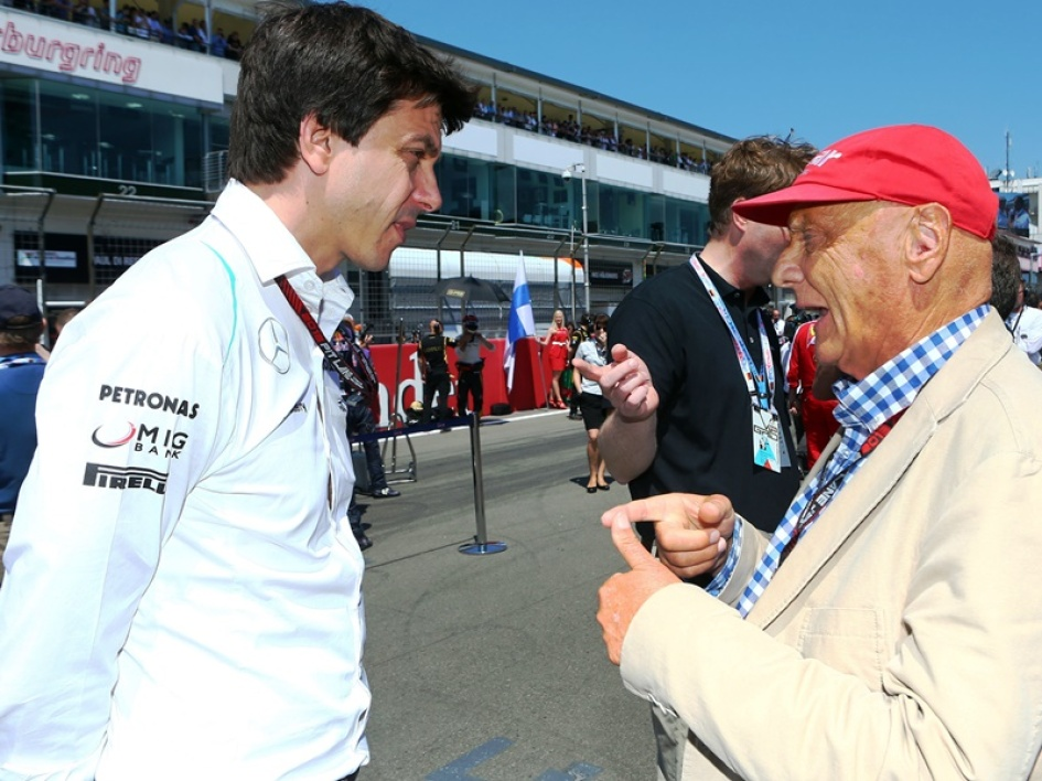 Toto Wolff en discussion avec Niki Lauda