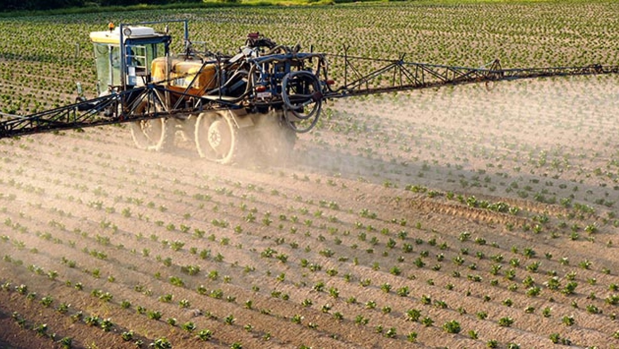Epandage de pesticides (photo d'illustreation).