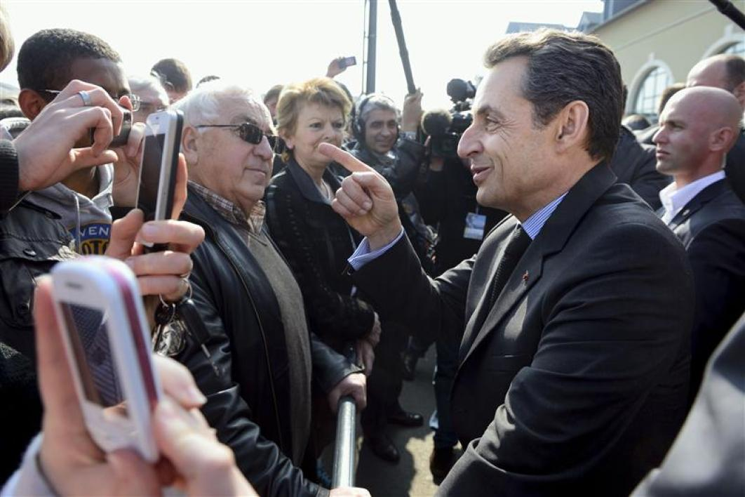 "Nicolas sarkozy qualifie de ""secte"" le mouvement eelv"