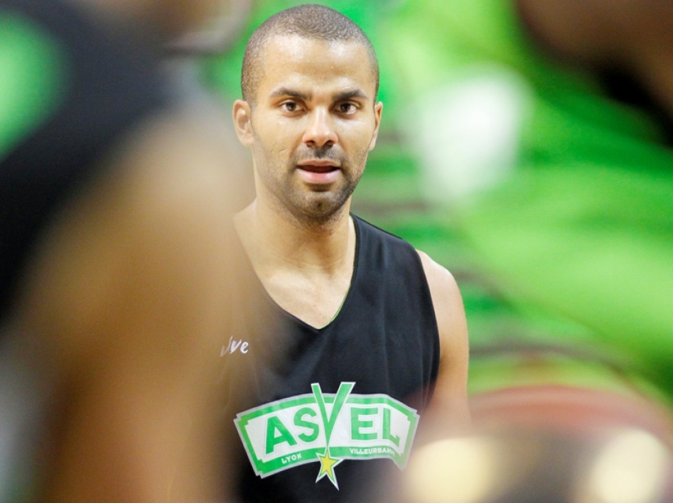 Tony Parker could be playing with his friend Ronny Turiaf on Sunday.