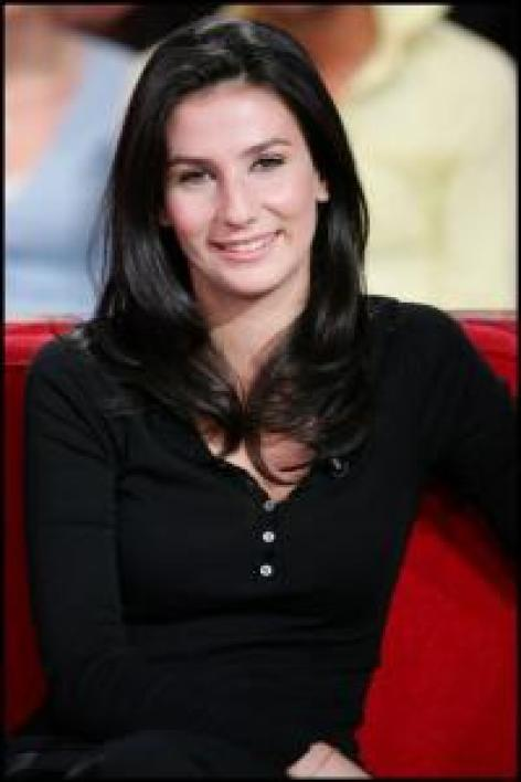 Marie Drucker passe du Soir 3 sur France 3 au 13 h du week-end sur France 2.