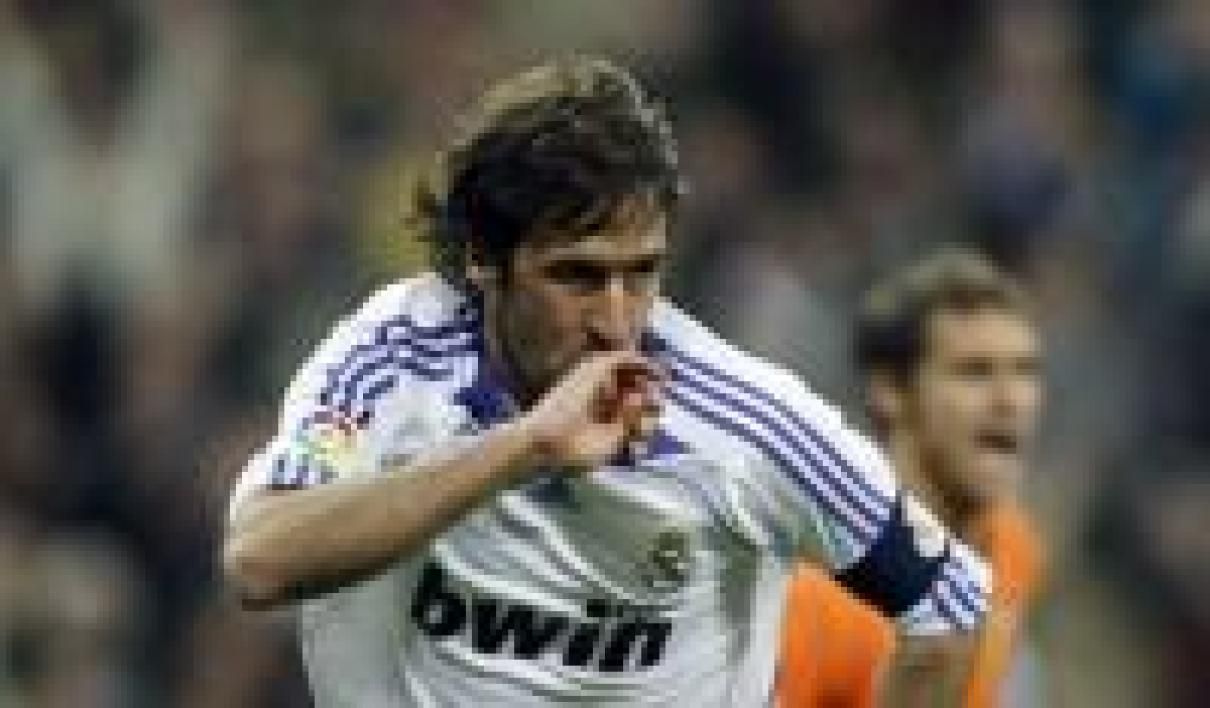 Raul, capitaine du Real Madrid