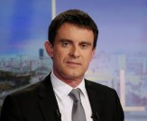 Manuel Valls pose lors d'une interview au 20h de TF1 en 2014