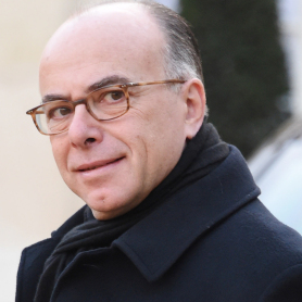 Sondage: Cazeneuve progresse de 17 points