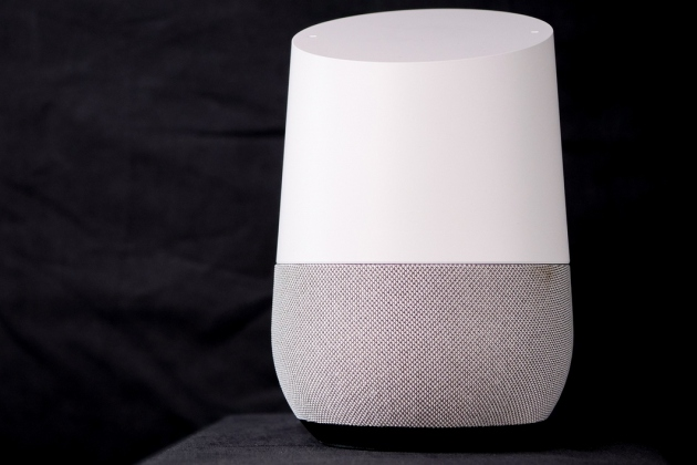 L'enceinte connectée et intelligente Google Home.