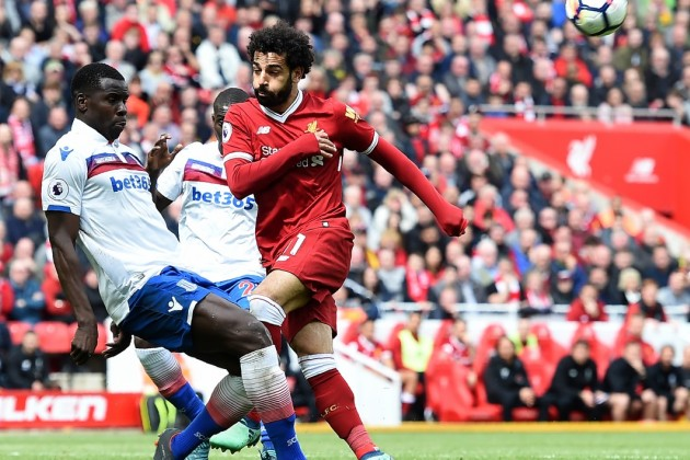 Un match de Premier League avec Mohamed Salah du club de Liverpool à droite.