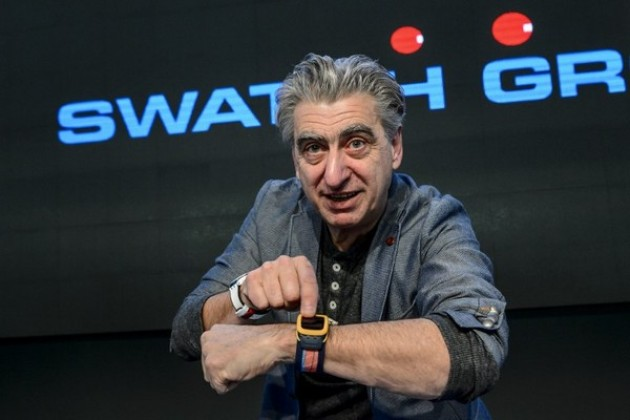 Nick Hayek, DG de Swatch, porte la Touch Zero One, la montre connectée destinée aux volleyeurs.