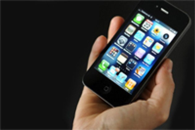iPhone 4 : mise en cause par Apple, la concurrence contre-attaque