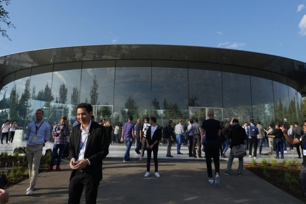 Apple Park : visite guidée du Steve Jobs Theater en images