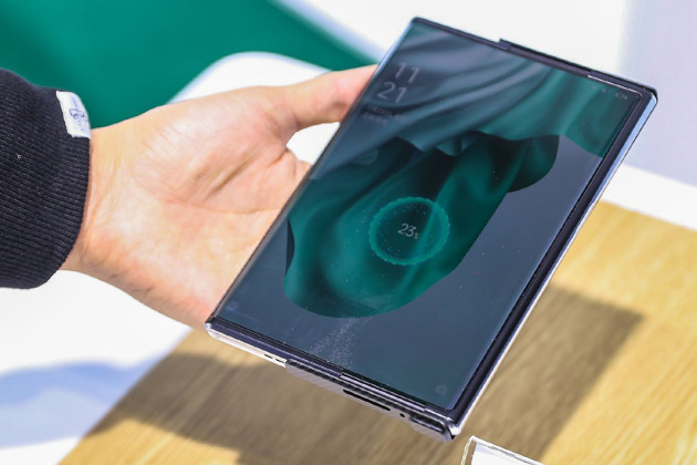 Ce Oppo X 2021 charge sans aucun contact.