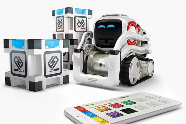 anki cozmo le petit robot intelligent qui pourrait faire un carton no l. Black Bedroom Furniture Sets. Home Design Ideas