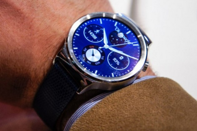 IFA 2015 : la Huawei Watch arrive en France