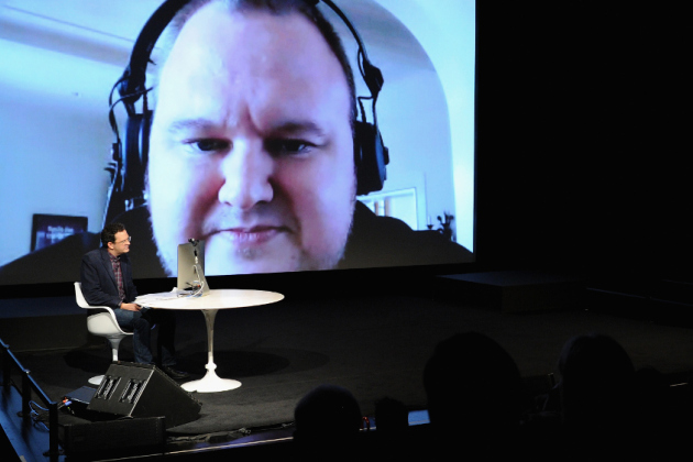 Kim Dotcom interviewé par un journaliste du