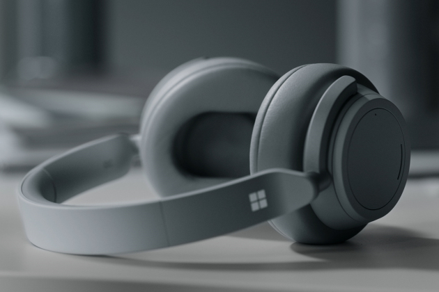Le Surface Headphones, premier casque audio à réduction de bruit conçu par Microsoft.