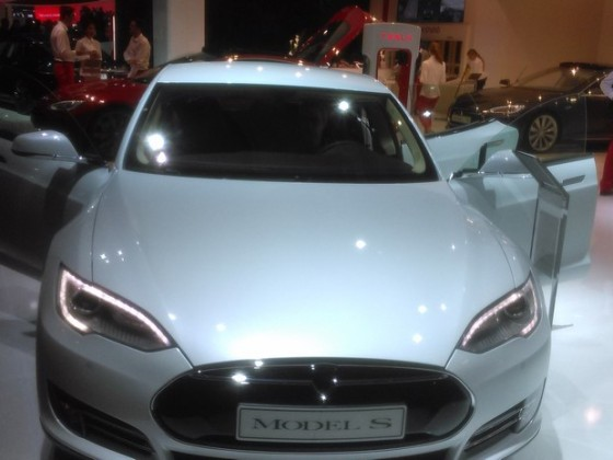 Orange va connecter en France les Tesla S via son réseau mobile