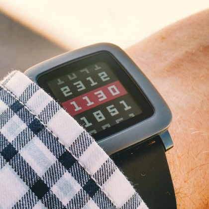Pourquoi la montre connectée Pebble Time est l'anti-Apple Watch