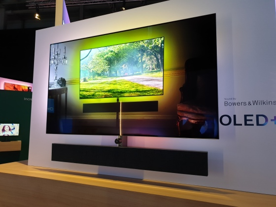 Le Philips OLED+984 et son tweeter on top B&W