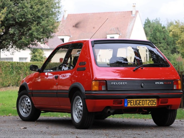la peugeot 205 gti de bernard arnault est vendre au luxembourg. Black Bedroom Furniture Sets. Home Design Ideas